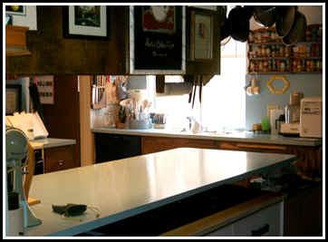 kitchen.jpg (14819 bytes)