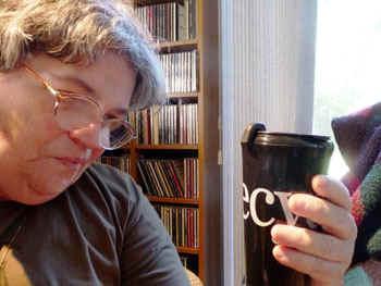 coffeecup.jpg (51839 bytes)