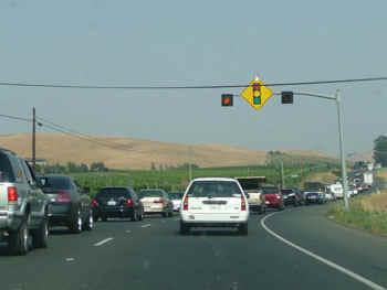 traffic.jpg (34992 bytes)