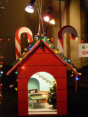 SnoopyHouse.jpg (24286 bytes)