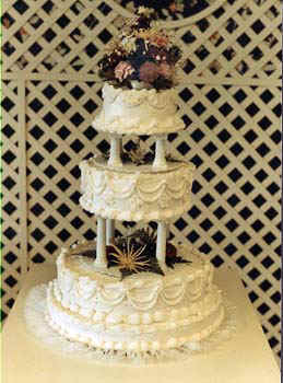 CakeWedding.jpg (54511 bytes)