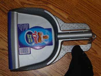 dustpan.jpg (39990 bytes)