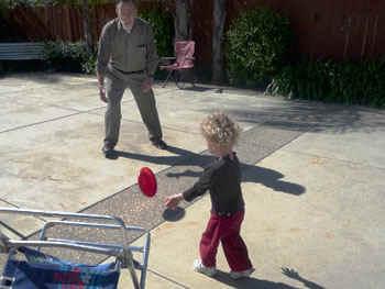 Frisbee1.jpg (50830 bytes)