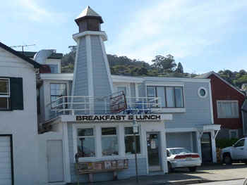 LighthouseCafe.jpg (44832 bytes)