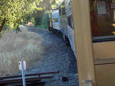 TrainTrack.jpg (73934 bytes)