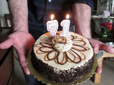 Cake2.jpg (48881 bytes)
