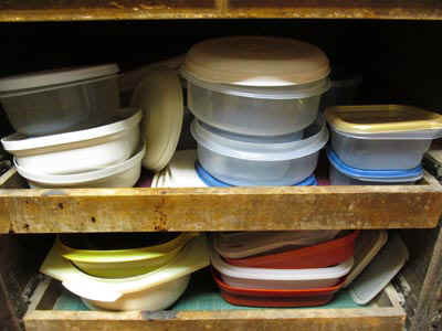 F_Tupperware.jpg (48675 bytes)