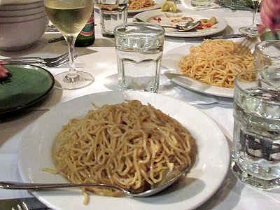 Noodles.jpg (72442 bytes)