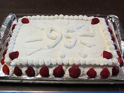 cakefinished.jpg (170249 bytes)